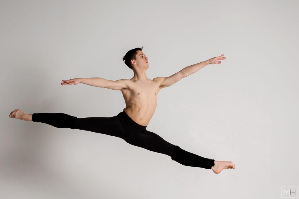 grand jete male ballet dancer